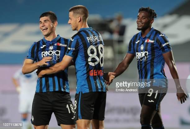 Ruslan Malinovskyi of Atalanta BC celebrates his goal with his team-mates Mario Pasalic and Duvan Zapata during the Serie A match between Atalanta BC...