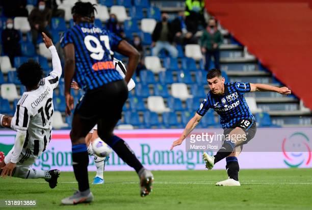 Ruslan Malinovskyi of Atalanta B.C. Scores their sides first goal during the TIMVISION Cup Final between Atalanta BC and Juventus on May 19, 2021 in...