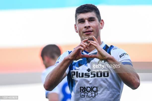 Ruslan Malinovskyj of Atalanta celebrates after scoring a goal during the Serie A match between UC Sampdoria and Atalanta BC at Stadio Luigi Ferraris...