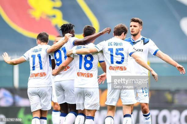 Ruslan Malinovskyj of Atalanta celebrates with his team-mates after scoring a goal during the Serie A match between Genoa CFC and Atalanta Bergamasca...