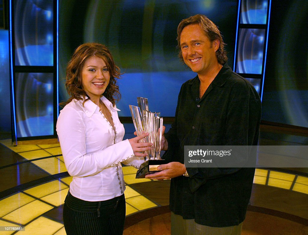 Kelly Clarkson Receives AOL Moviegoer Award : News Photo