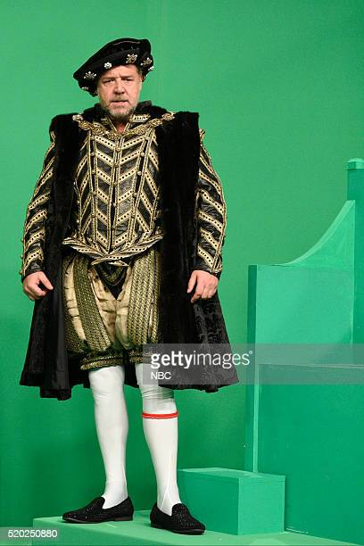 LIVE 'Russell Crowe' Episode 1700 Pictured Russell Crowe as King Henry VIII during the 'Interactive Museum Exhibit' sketch on April 9 2016