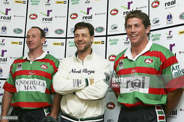 Russell Crowe poses with Rabbitohs players Adam MacDougall and Bryan Fletcher at a press conference to announce his upcoming movie 'Cinderella Man'...
