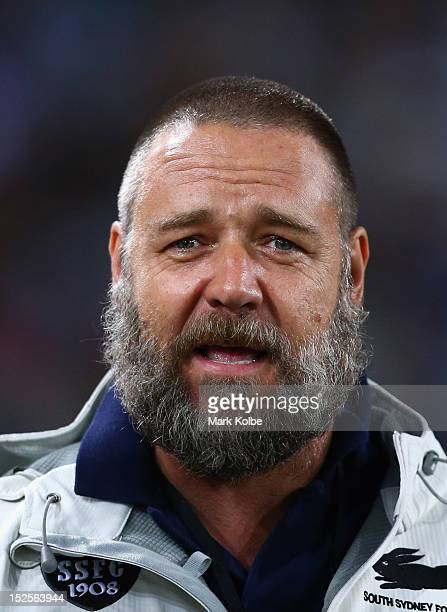 Russell Crowe watches on during the warmup before the NRL Preliminary Final match between the Canterbury Bulldogs and the South Sydney Rabbitohs at...