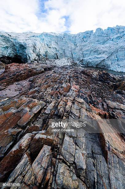 striations carved into the bedrock by ice erosion as a glacier receded. - gneiss stock pictures, royalty-free photos & images