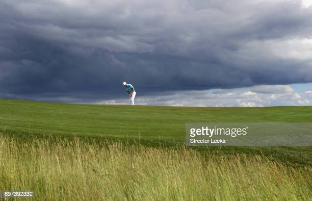 Russell Henley of the United States putts on the eighth green during the final round of the 2017 US Open at Erin Hills on June 18 2017 in Hartford...