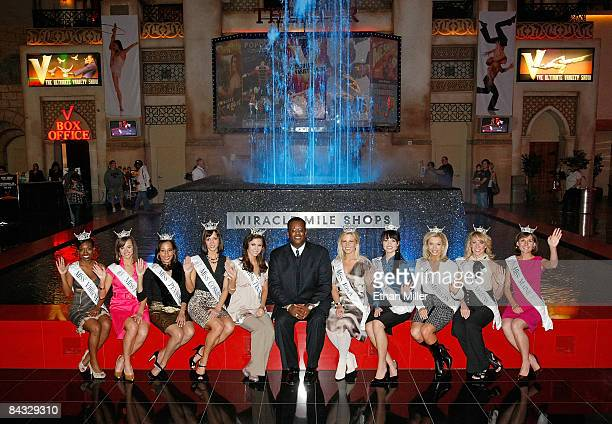 Russell Joyner executive vice president and general manager of the Miracle Mile Shops and contestants in the 2009 Miss America Pageant Shamika K...