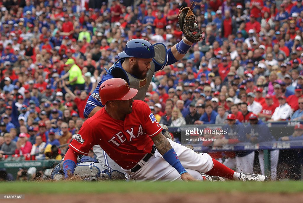 Division Series - Toronto Blue Jays v Texas Rangers - Game Two : News Photo