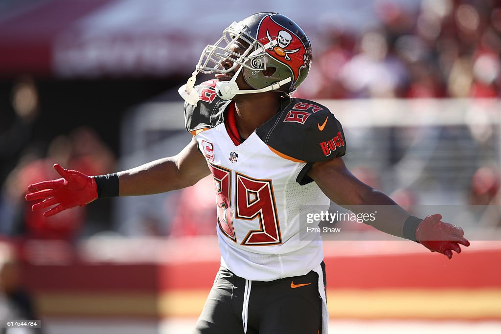 Russell Shepard #89 of the Tampa Bay Buccaneers celebrates after scoring on a 19-yard touchdown catch against the San Francisco 49ers during their NFL game at Levi's Stadium on October 23, 2016 in Santa Clara, California.