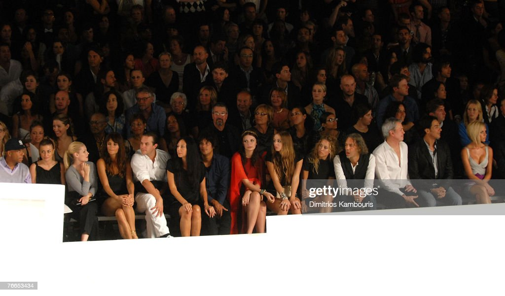 Mercedes-Benz Fashion Week Spring 2008 - Marc Jacobs - Arrivals and Front Row : Fotografía de noticias