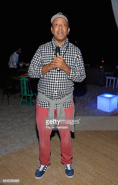 Russell Simmons speaks at the Bombay Sapphire artisan series finale dinner hosted by Russell Simmons and Tom Colicchio at Soho Beach House on...