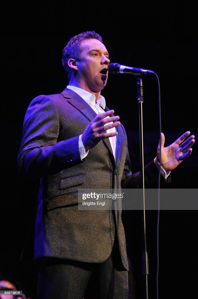 Russell Watson Performs At The Royal Albert Hall : News Photo
