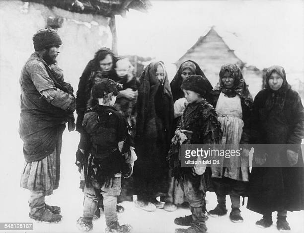 Russia before 1917 poverty / misery / famine beggars 1913