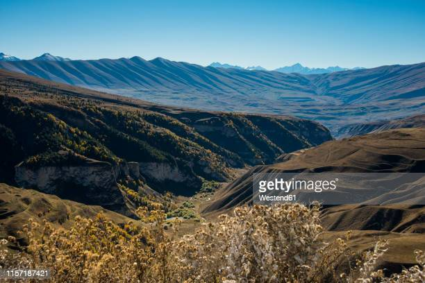 russia, caucasus, chechnya, overlook over the chechen mountains - tschetschenien stock-fotos und bilder