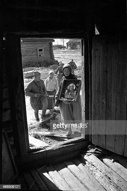 People returning home Smolensk region 1943