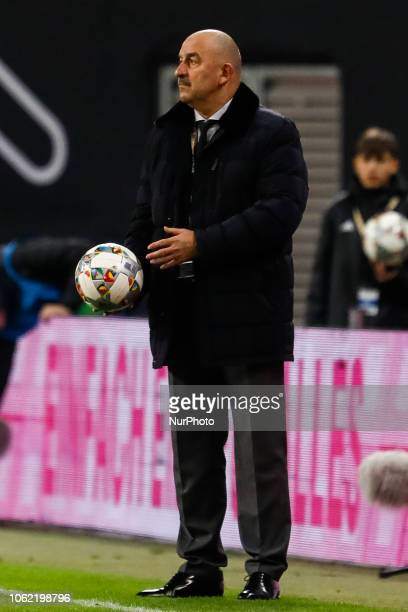 Russia head coach Stanislav Cherchesov looks on during the international friendly match between Germany and Russia on November 15 2018 at Red Bull...