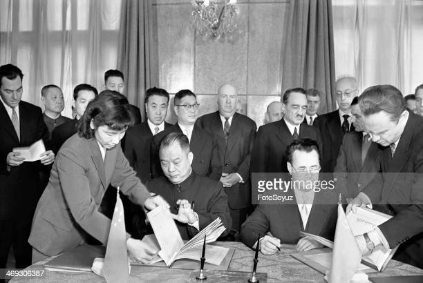 Russia, Moscow, 1950s: Signing of the State agreement about commodity circulation of the USSR and the Peoples Republic of China.