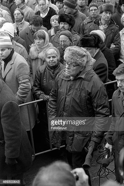 Lyudmila Alekseeva and Andrey Saharov on meeting of the Academy of sciences April 1989