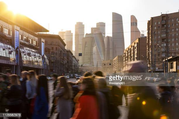 russia, moscow, busy people crossing bol'shaya dorogomilovskaya ulitsa - moscow russia stock pictures, royalty-free photos & images