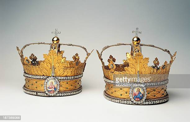 Russia Moscow Gosudarstvennyj Istoriceskij Muzej All Gold and decorated wedding crowns