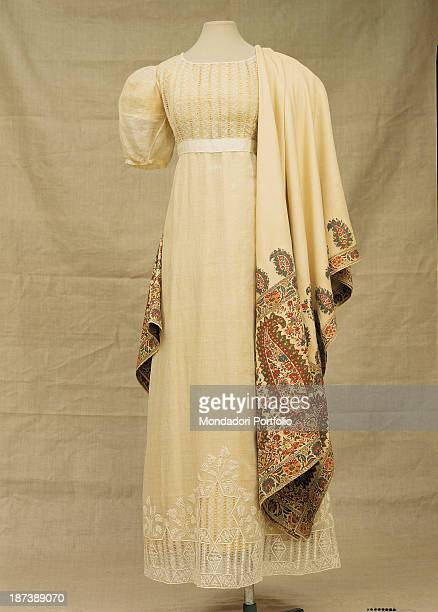 Russia Moscow Gosudarstvennyj Istoriceskij Muzej All White woman's dress with embroidered shawl