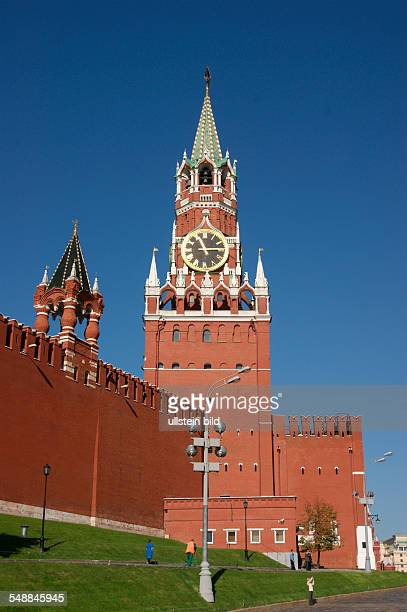 Russia Moscow Moscow Spasskaya Tower at Kremlin