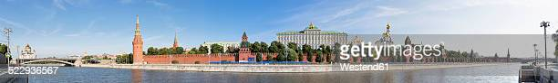 russia, moscow, moskva river and kremlin wall with towers - state kremlin palace bildbanksfoton och bilder