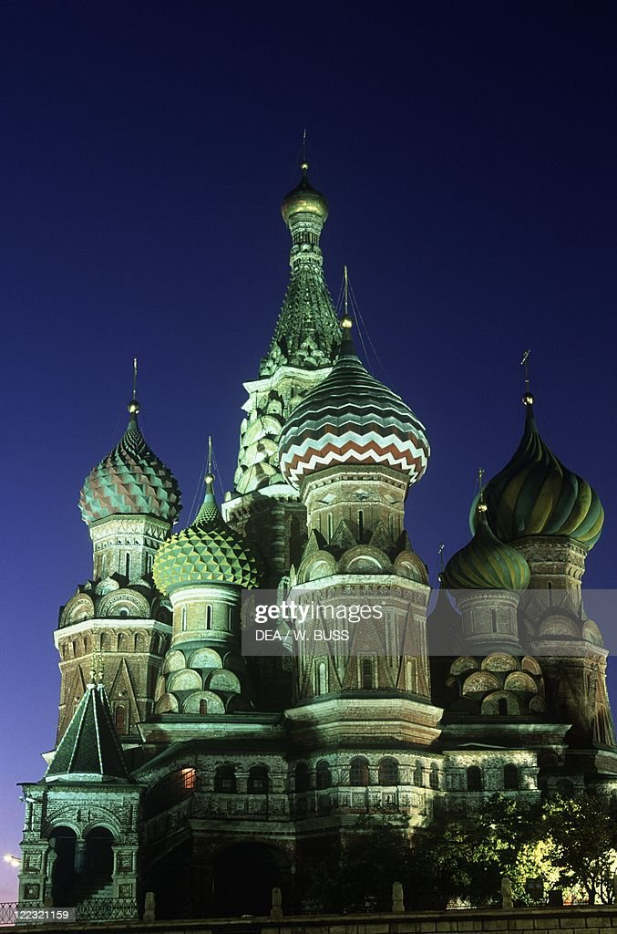 Russia, Moscow Region, Moscow, Red Square, Saint Basil's Cathedral, night view : News Photo