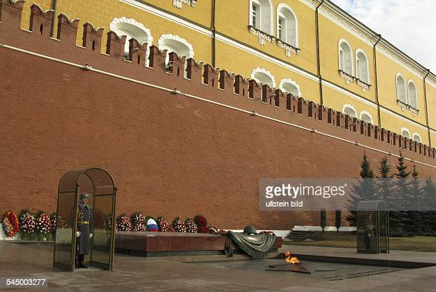 Russia - Moskau Moscow: Grave of the Unknown Soldier at the Kremlin Wall