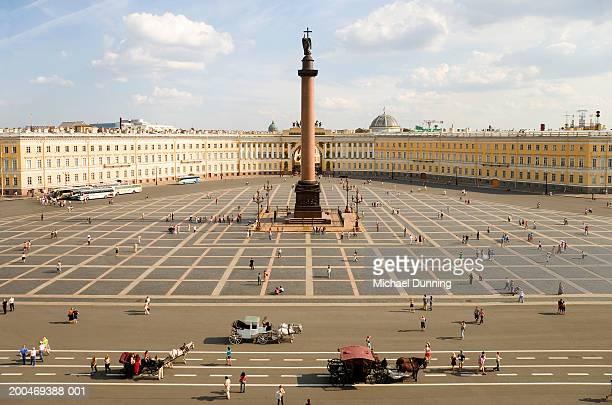 russia, st petersburg, palace square and alexander column - san petersburgo fotografías e imágenes de stock