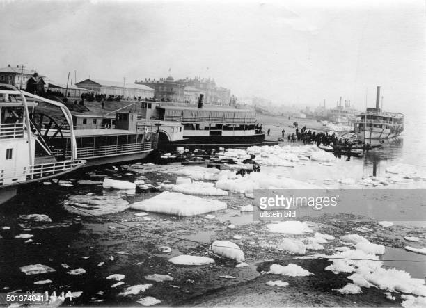 Russia, town of Blagoveshchensk in Siberia: steamers on a river that is partly frozen - probably in the 1910s