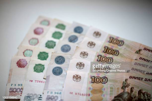 russian 100 ruble denomination banknotes - monetary policy stock pictures, royalty-free photos & images