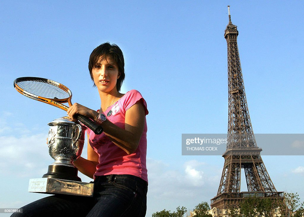 Russian Anastasia Myskina poses with the trophy in front of the Eiffel Tower after defeating Russian Elena Dementieva in the women's final at Roland Garros during the French Open in Paris 05 June 2004.