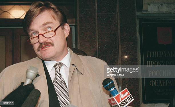 Russian anchorman Yevgeny Kiselyov answers his colleagues'' questions outside the prosecutor's office in Moscow November 20 2000 during a probe into...