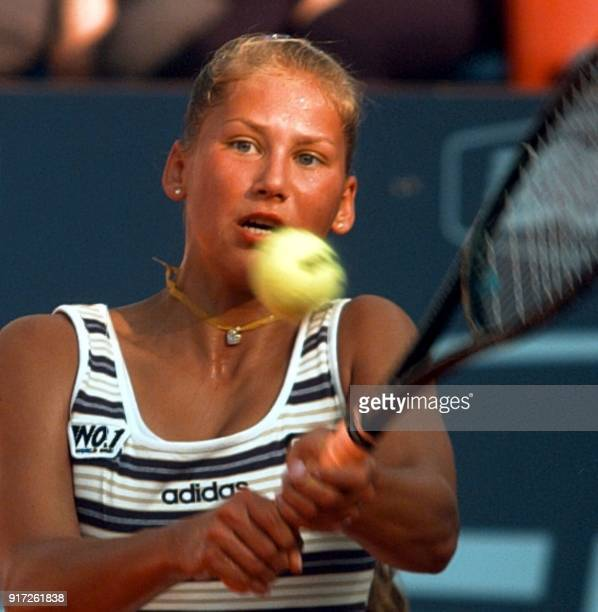Russian Anna Kournikova returns a ball to the world number one Swiss Martina Hingis during the quarters finals 08 May at the Italian tennis...