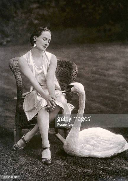 Russian ballerina Anna Pavlova with a swan at her home in London circa 1920 She is most recognised for her role in the Dying Swan written for her by...