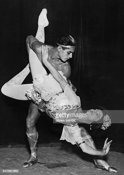 Russian Ballet dancers Alice Nikitina and Serge Lifar undated probably 1900 Vintage property of ullstein bild