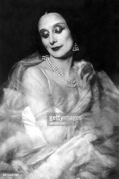 Russian ballett dancer Anna Pavlova Portrait around 1925