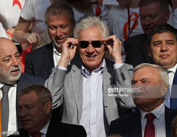 Russian billionaires and businessmen Gennady Timchenko Viktor Vekselberg Igor Zyuzin Roman Abramovich Viktor Rashnkov attend a meeting with top...