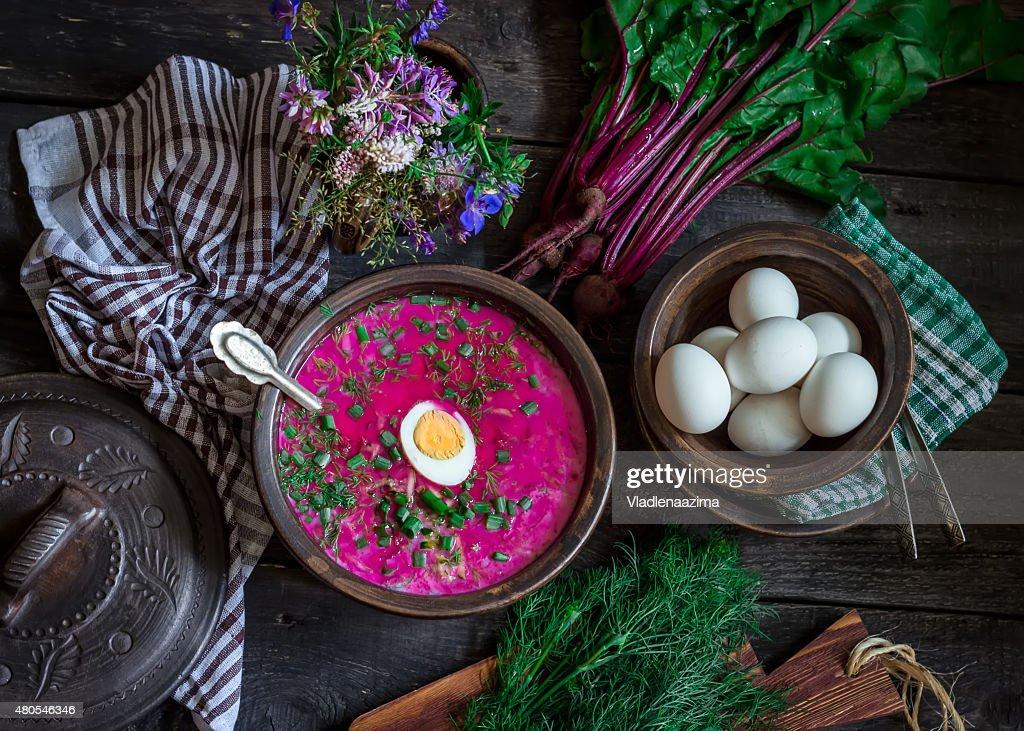 Ruso sopa de frío con remolacha. : Foto de stock