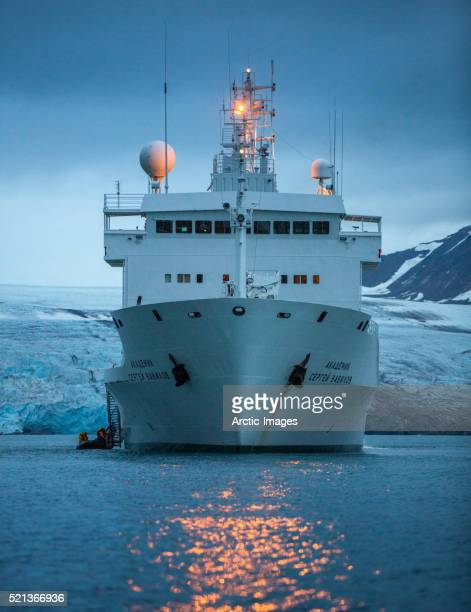 russian cruise ship, spitsbergen, svalbard, norway - passenger craft stock pictures, royalty-free photos & images