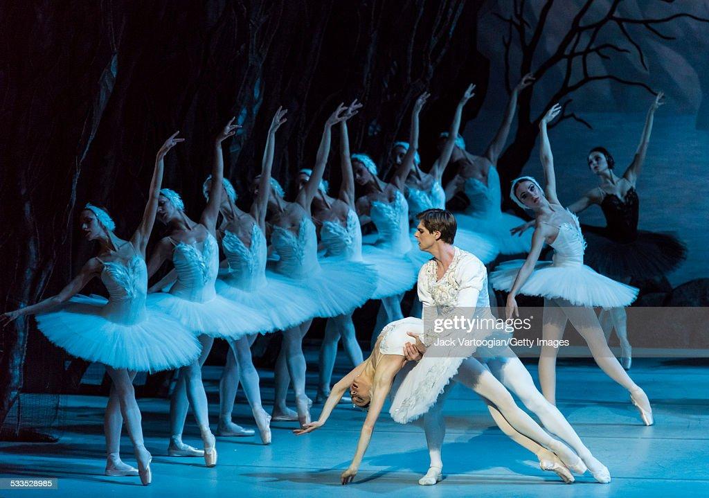 Tchaikovsky's 'Swan Lake' : ニュース写真