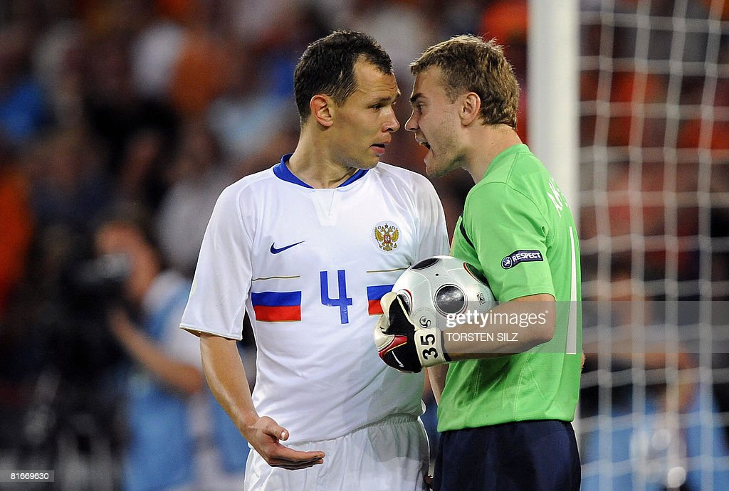 Russian defender Sergei Ignashevich (L) argues with Russian goalkeeper Igor Akinfeev during the Euro 2008 Championships quarter-final football match the Netherlands vs. Russia on June 21, 2008 at St. Jakob-Park in Basel.