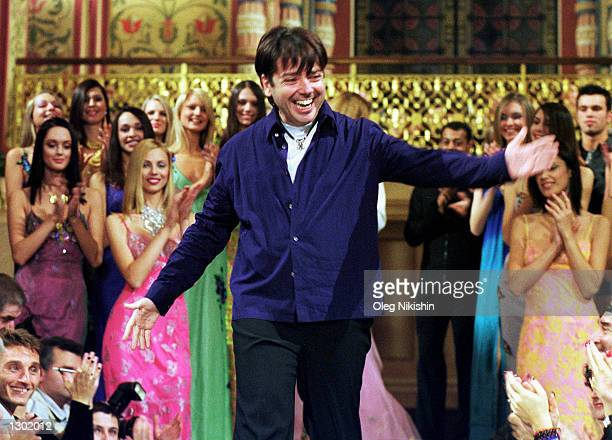 Russian designer Valentin Yudashkin greets the audience October 14, 2000 after his Sping-Summer 2001 fashion show at Historical Museum in Moscow,...