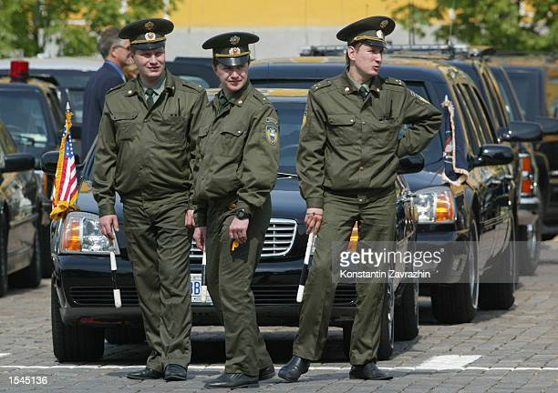 Russian federal security guards stand guard by the car of US President George W Bush May 24 2002 in Moscow Russia Bush and Putin signed a landmark...