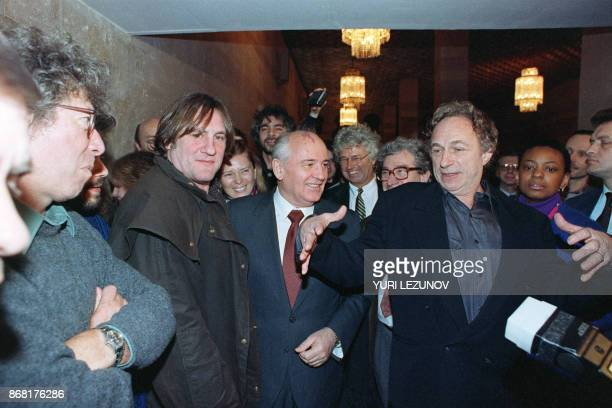 Russian Federation former Soviet leader Mikhail Gorbachev welcomes French actors Pierre Richard and Gerard Depardieu at the Gorby Fund in Moscow 09...