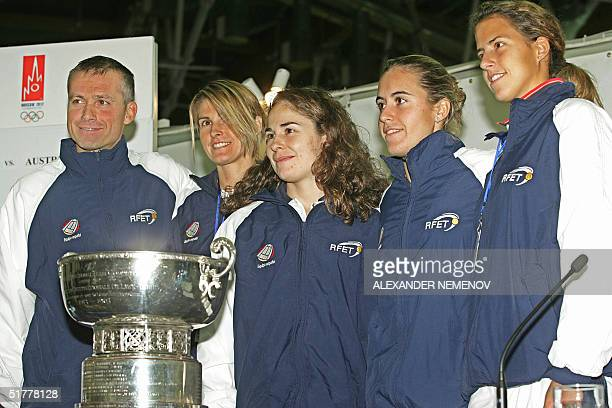 The captain of the Spanish Fed Cup team Miguel Margets poses with Maria Sanchez Lorenzo Anabel Medina Garrigues Virginia Ruano Pascual and Marta...
