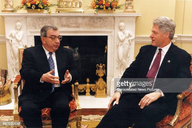 Russian Foreign Minister Yevgeniy Primakov and US President Bill Clinton talk together in the White House, Washington DC, March 17, 1997.