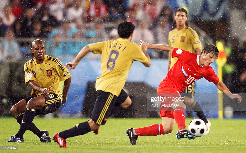 Russian forward Andrei Arshavin (R) is challenged by Spanish midfielders Xavi Hernandez (C) and Marcos Senna during the Euro 2008 championships semi-final football match Russia vs. Spain on June 26, 2008 at Ernst-Happel stadium in Vienna, Austria.