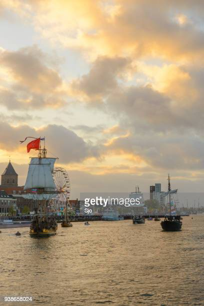 """russian frigate shtandart during the yacht parade at the 2014 sail kampen event - """"sjoerd van der wal"""" or """"sjo"""" stock pictures, royalty-free photos & images"""